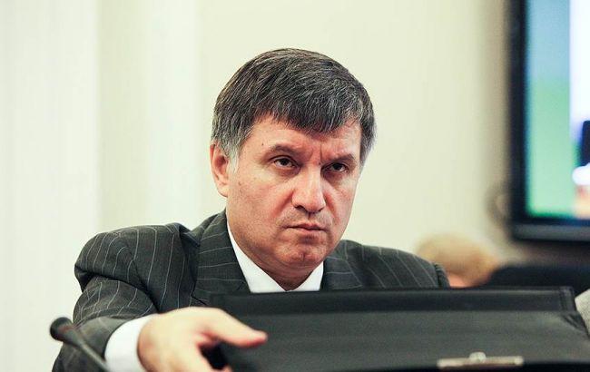 Аваков пообіцяв затримати Фірташа в Україні