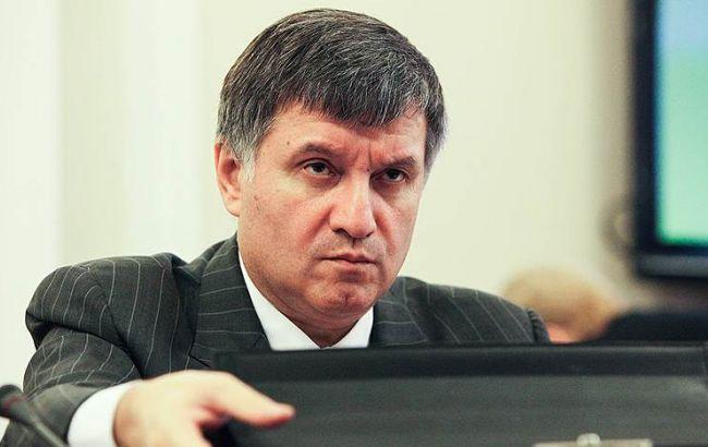 Фото: суд разрешил детективам проверить звонки Арсена Авакова