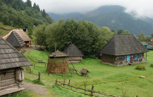 Фото: Село в Карпатах (facebook.com-dmitry.ostrogradskiy)