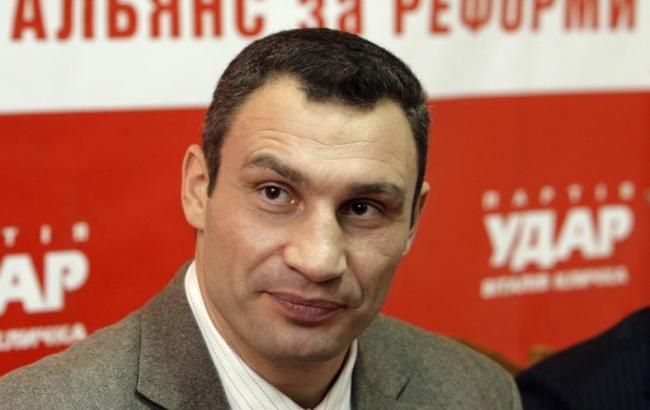 Кличко поручил главе Соломенской РГА решить вопрос стихийной торговли на Севастопольской площади