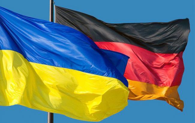 Фото: украинский и немецкий флаги (twitter.com/kmda_official)