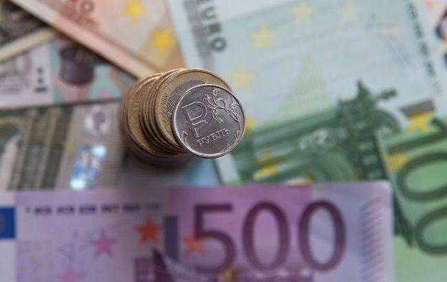 Фото: биржевой курс евро поднялся выше 90 рублей