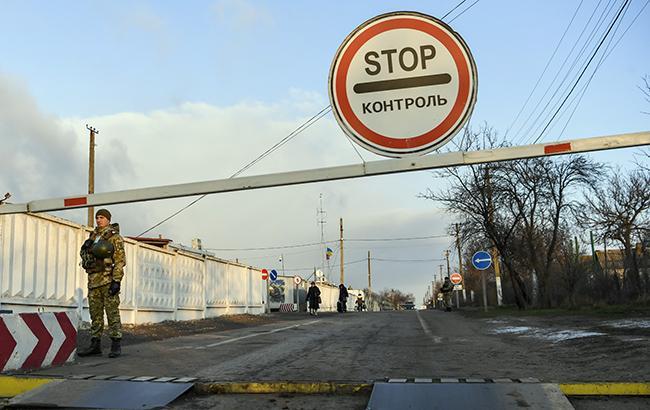 """Фото: пограничники на КПВВ """"Гнутово"""" (kmu.gov.ua)"""