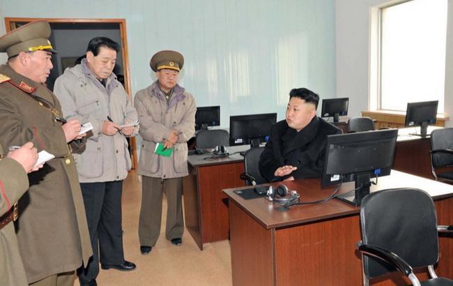 Фото: северокорейский лидер Ким Чен Ын и американский хай-тек (AFP)