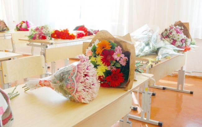 До школи на 1 вересня з букетом: скільки коштують квіти в Україні