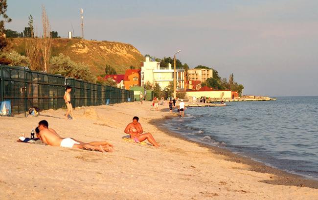 Поки підприємці і чиновники борються за землю Коблево, в селищі зникає пляж