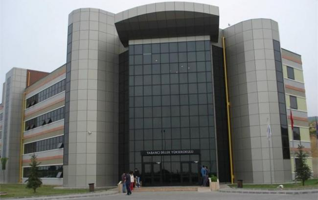 Фото: один из корпусов университета Коджаэлийского университета