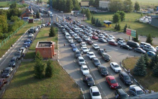 На кордоні з Польщею у чергах простоює майже 1200 автомобілів