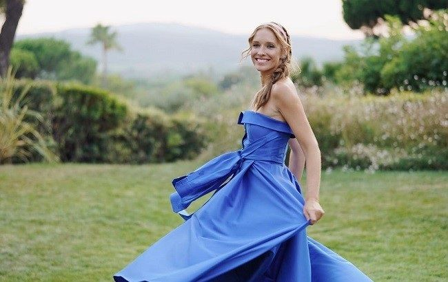 Красивая и счастливая: Катя Осадчая похвасталась стройной фигурой в воздушном платье