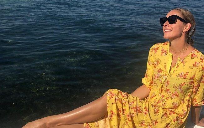 Довгонога Катя Осадча похвалилася формами в бікіні (фото)