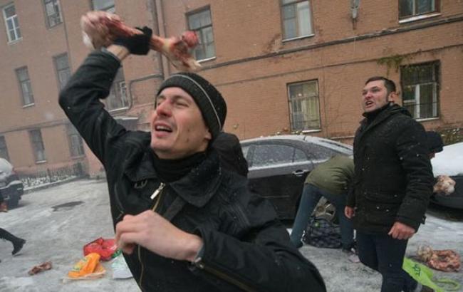 """""""Другоросы"""" з кістками і петардами напали на українське консульство в Санкт-Петербурзі"""