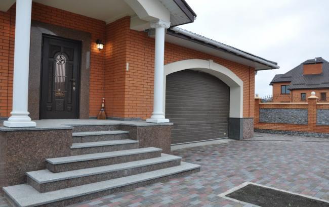Ціна продажу будинків під Києвом знизилася до 618 дол./кв.м