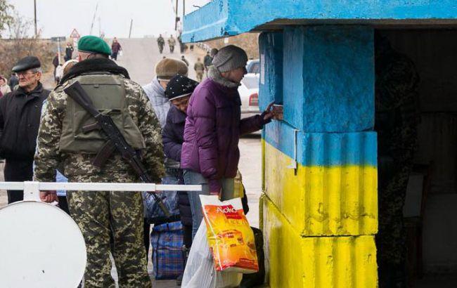 КПВВ в Станиці Луганській закритий через обстріли, поранено військового