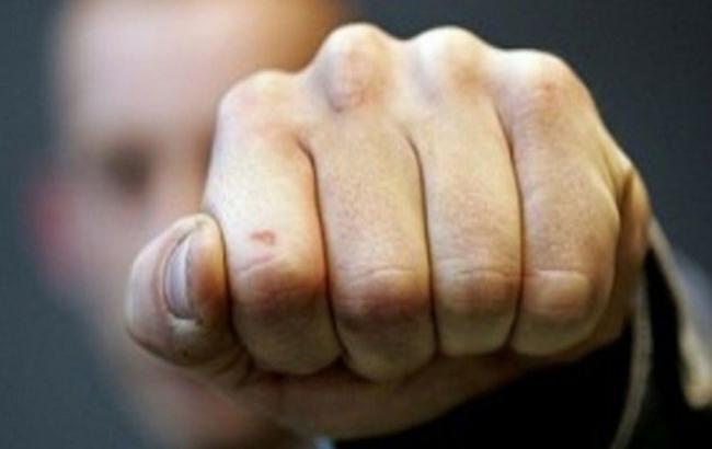 Фото: Крымский чиновник занялся рукоприкладством (twitter.com)