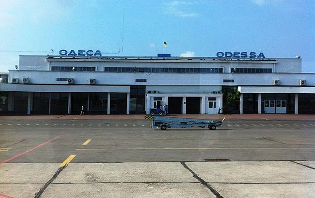 Одеський аеропорт евакуюють у зв