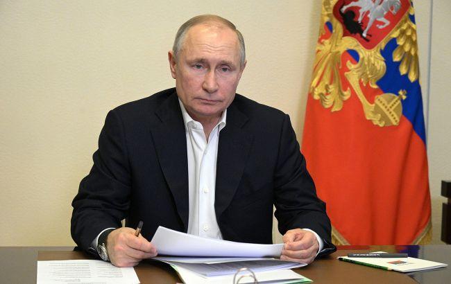 Путин пожаловался Меркель на украинский закон о коренных народах