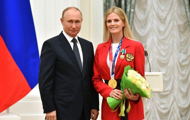 """Украинская спортсменка-любительница РФ сделала фото с Путиным: """"счастлива стоять рядом с вами"""""""