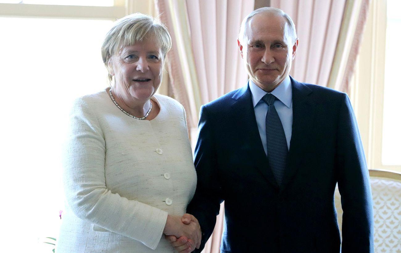 Меркель та Путін провели телефонну розмову: обговорювали Україну