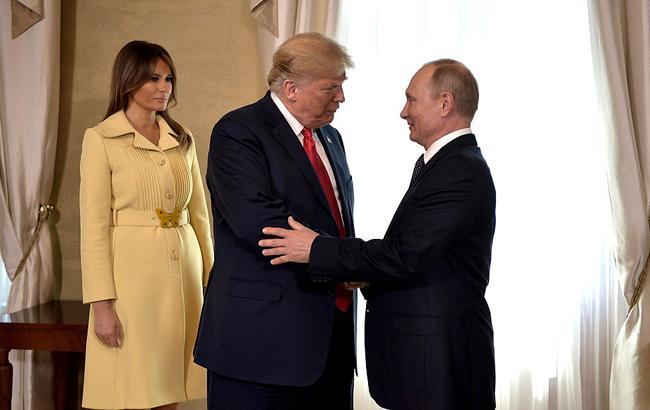 """""""Уже бежала мыть руки"""": лицо Мелании Трамп после рукопожатия с Путиным шокировало сеть (видео)"""