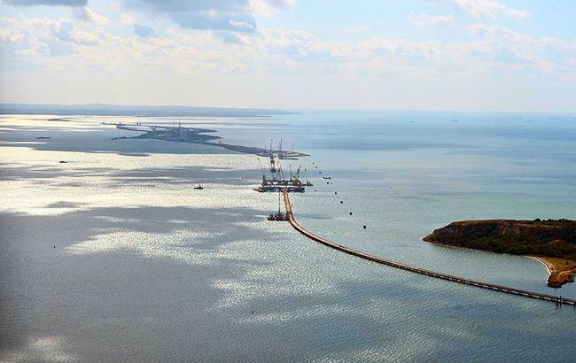 МинАТО: Российские власти в Крыму добывают токсический песок для строительства Керченского моста