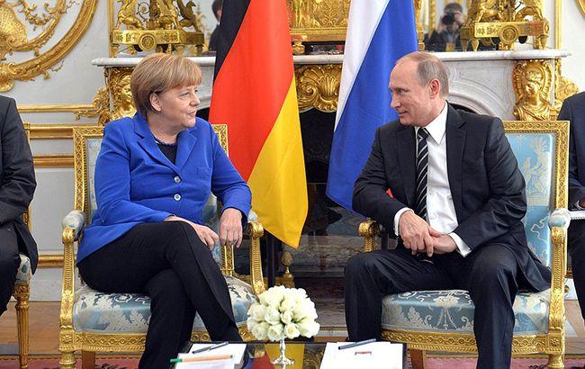 Путін та Меркель обговорили Україну
