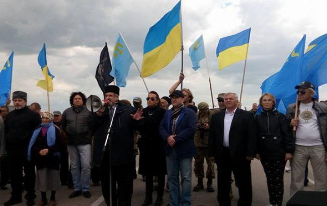 Фото: Акция на административной границе с Крымом (facebook.ua)