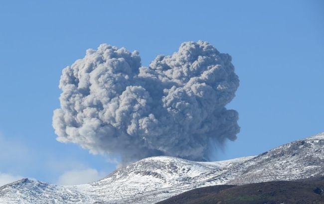 Вулкан Эбеко на Курилах выбросил пепел на высоту 2 км. Есть вероятность извержения