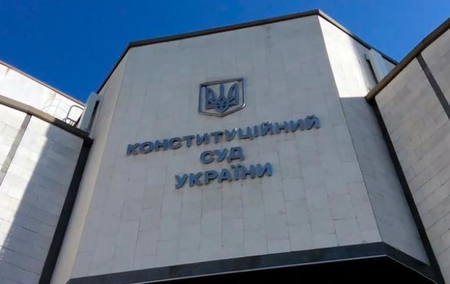 КСУ в закритому режимі вирішує долю закону про люстрацію, - Соболєв