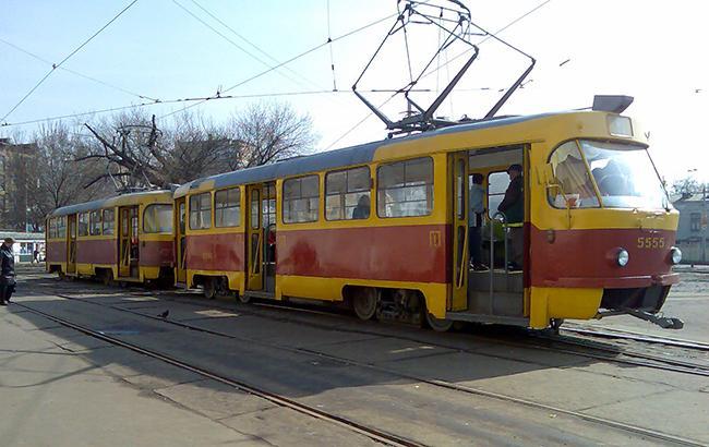 """""""Дикі емоції"""": у мережі обговорюють поведінку водія київського трамвая"""
