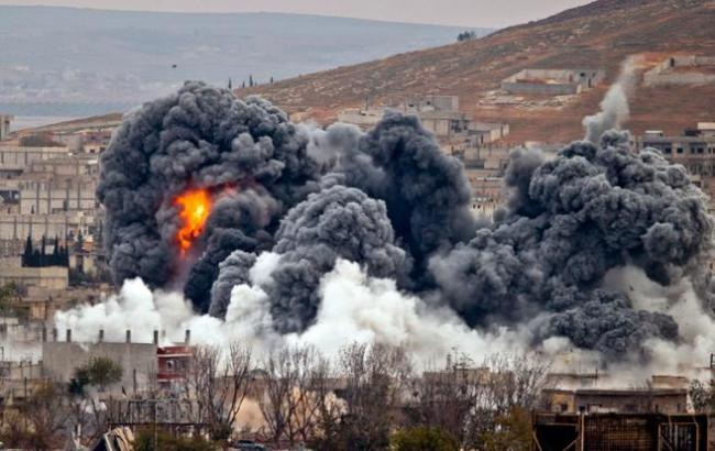 Фото: авиаудар в Сирии