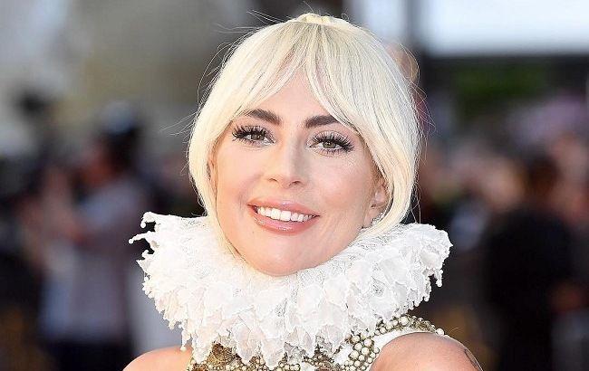 Вместо ответа хейтерам – шампанское: Леди Гага отмечает очередной триумф