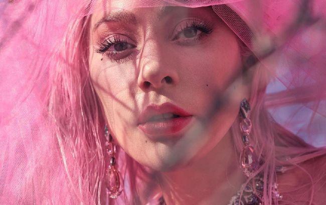 Королева епатажу: Леді Гага з'явилася в новому розкішному образі і з яскравим макіяжем