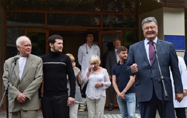 Порошенко пообіцяв звільнити Сенцова та Кольченка