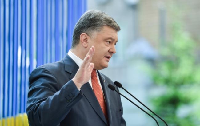 Россия испытывает новейшее вооружение на востоке Украины, - Порошенко