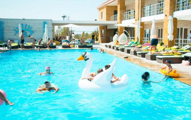 Чистое море и жилье за 70 гривен: в Лазурном на Черном море разобрали большинство мест в отелях