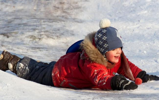 Фото: Діти вміють падати на льоду весело (ninetrends.ru)