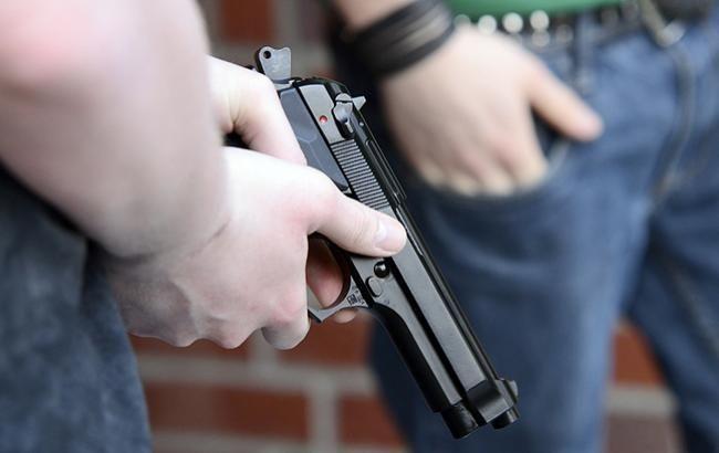 У Києві троє невідомих пограбували ювелірний магазин і застрелили охоронця
