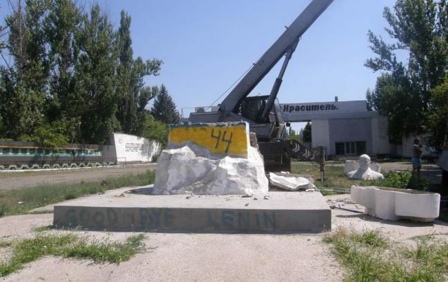 В Рубежном демонтировали еще один памятник Ленину