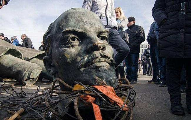 Российский поэт-антипутинец рассказал о своем понимании настоящей декоммунизации