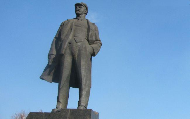 Фото: Донецьку намагалися підірвати пам'ятник Леніну