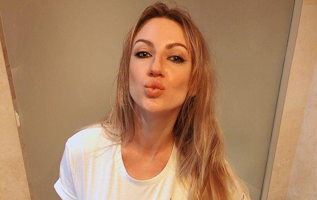В яскравих лосинах і топі: Леся Нікітюк похвалилася витонченою фігурою на зйомках