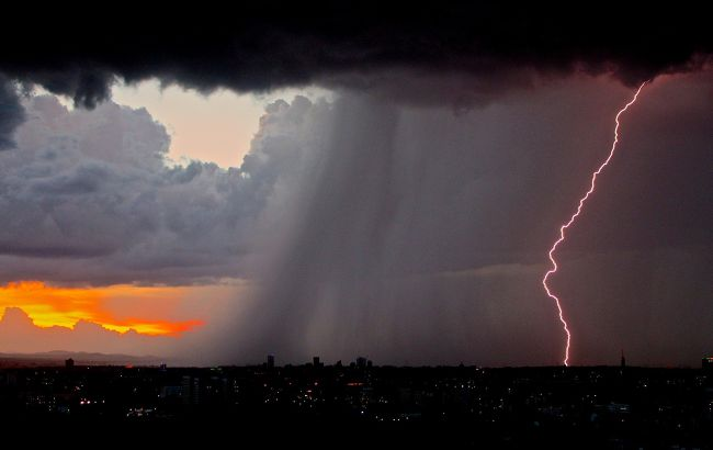 В Украину несется шторм с грозами и ливнями: каким областям не повезет с погодой
