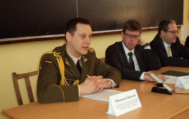 Литва може підтримати Україну військовою технікою і зброєю, - аташе