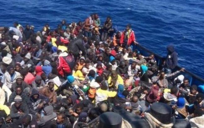 Фото: мигранты у берегов Италии