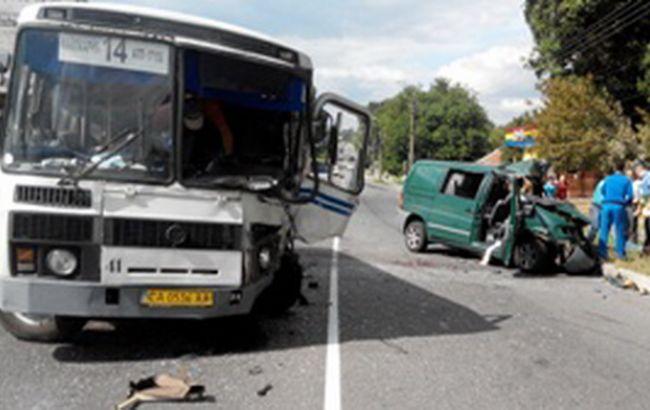 В Умані автобус потрапив у ДТП, є загиблий і поранені