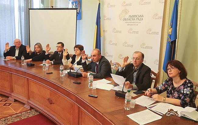 Львівська облрада вимагає від президента розірвати дипвідносини з Росією
