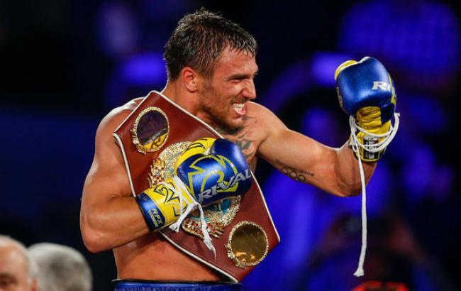 Ломаченко в мультяшному костюмі викликав на бій зірку UFC
