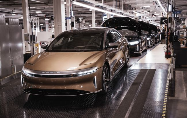 Стартувало серійне виробництво найбільш далекобійного електромобіля у світі