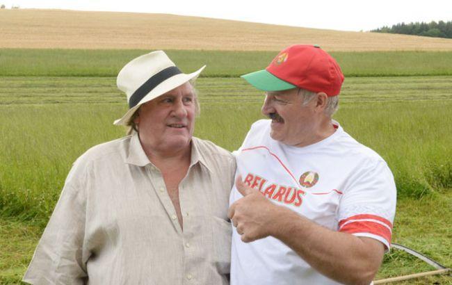 Депардьє і Лукашенко накосили трави: фото, відео