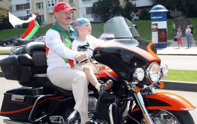 Фото: Олександра Лукашенка подобається Harley (kp.by)